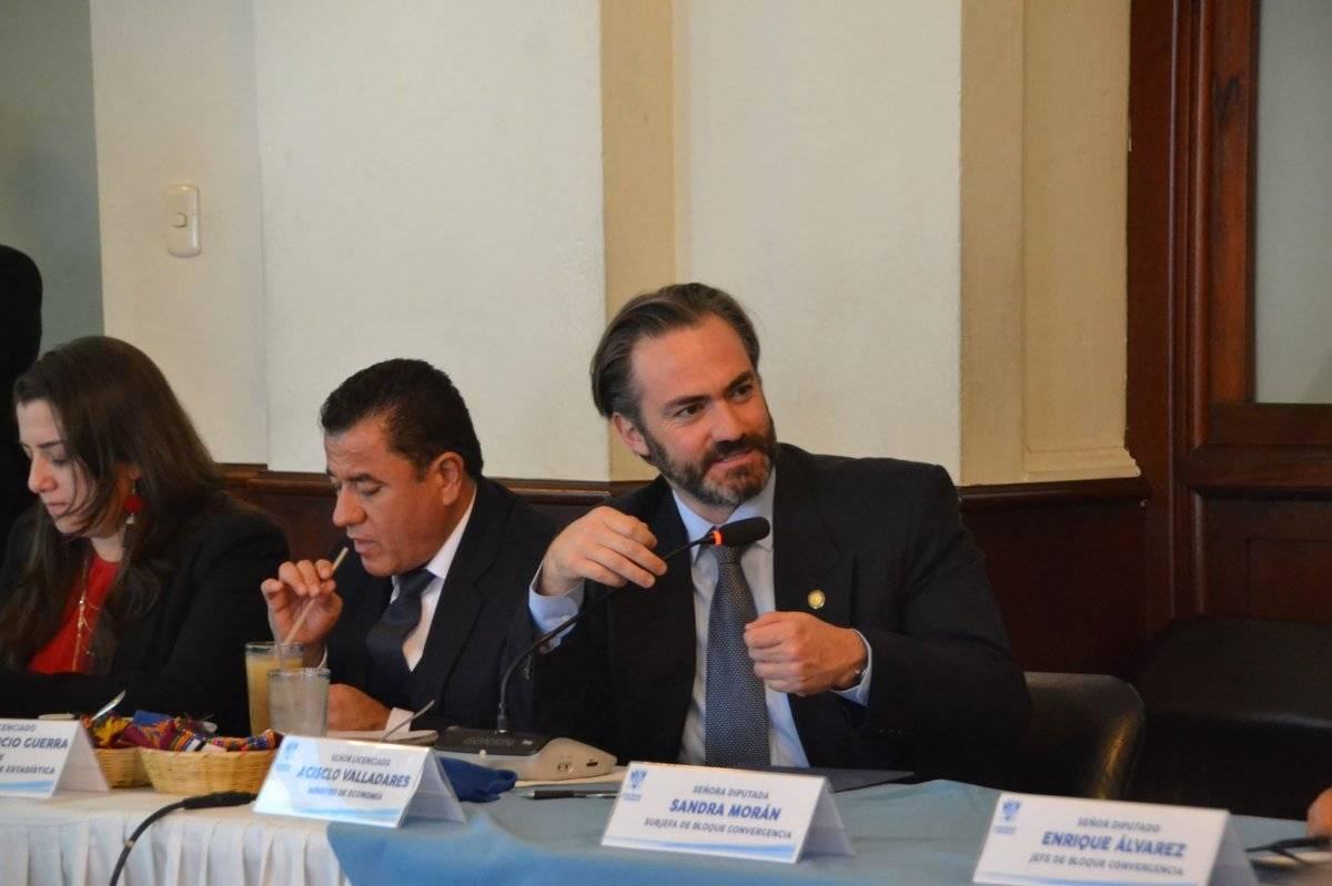 El ministro de Economía, Acisclo Valladares Urruela, durante la reunión en el Congreso. Foto: José Antonio Castro