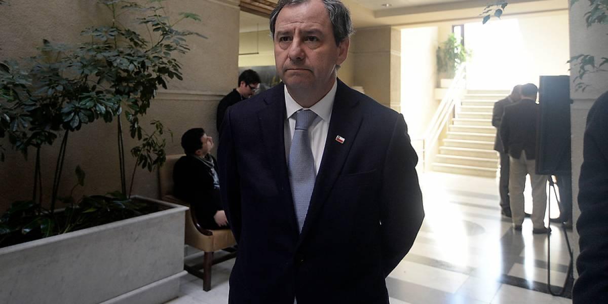 """El """"consejo"""" del ministro Varela tras reclamos por fallas en las infraestructuras de los colegios: """"¿Por qué no hacen un bingo?"""""""