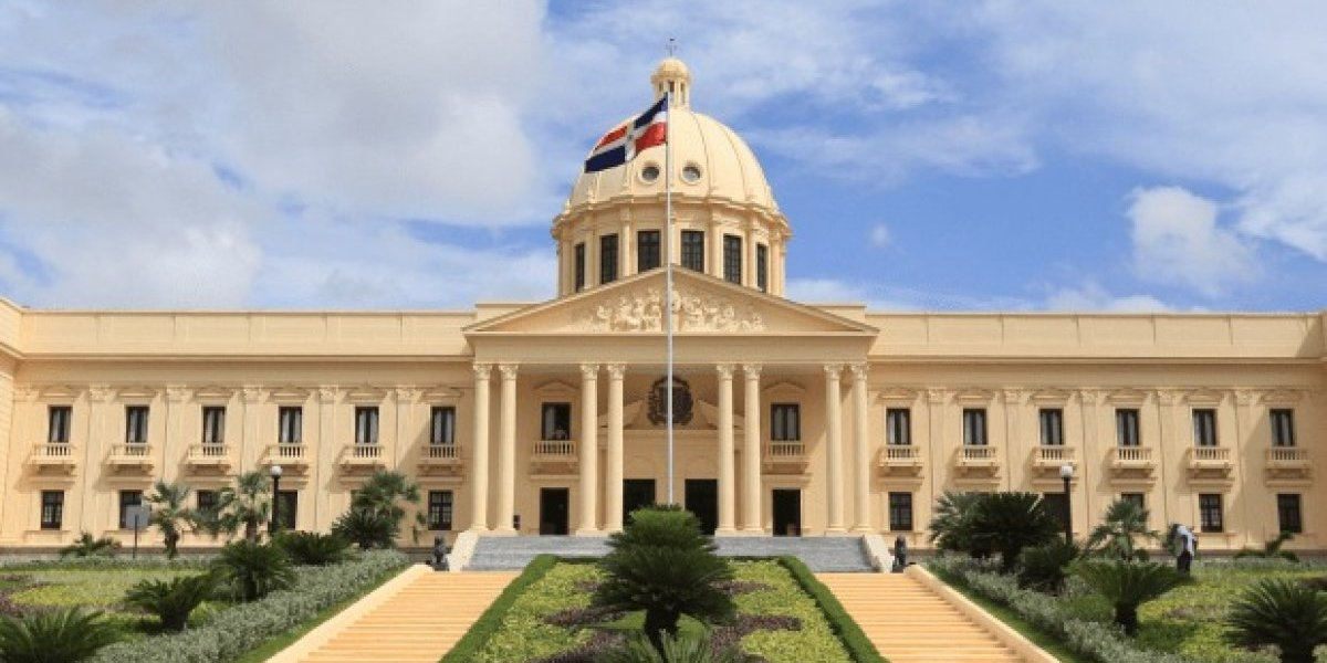 Danilo Medina extiende legislatura para conocer ley de partidos y régimen electoral
