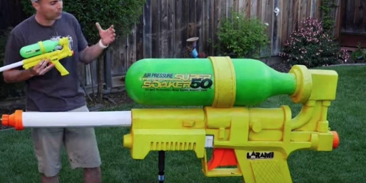 Científico entra al Récord Guinness tras revelar genial invento: así es la pistola de agua más gigante del mundo