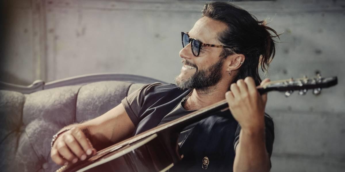 Diego Torres vuelve recargado de sonido latino en 'Un poquito'