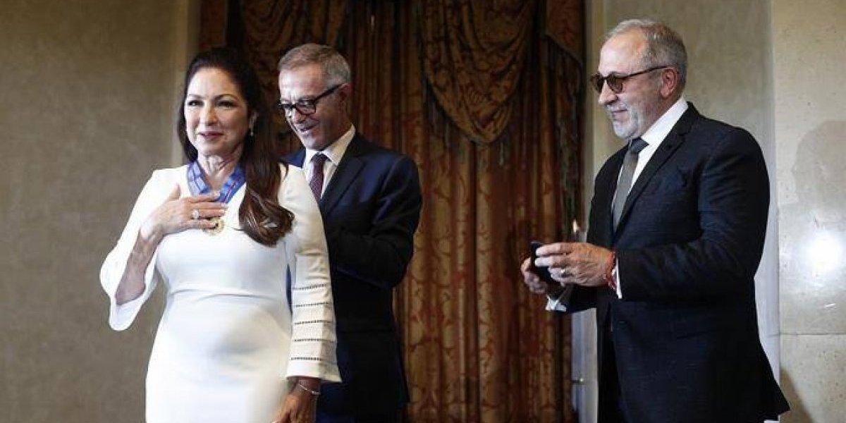"""Entregan medalla de """"Bellas Artes a Gloria Estefan"""""""