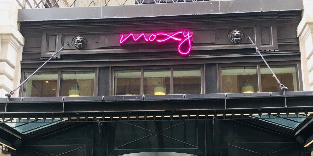Moxy: un hotel divertido y dinámico en el corazón de Times Square