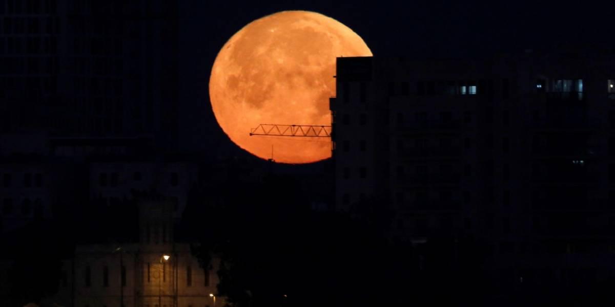 Eclipse histórico y luna roja: La luna se esconderá por casi 4 horas este viernes