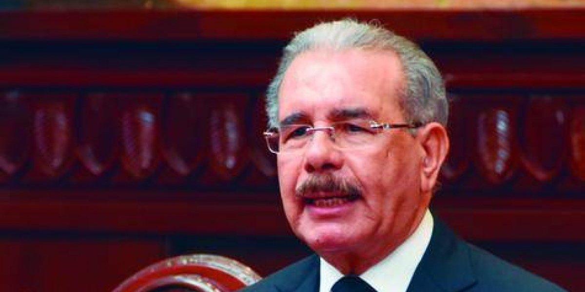 Medina toma el control y extiende legislatura