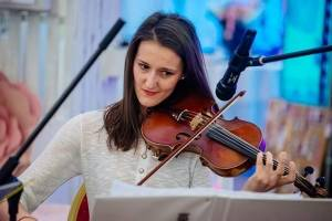 Milena Zivkovic, violoncetista. fE