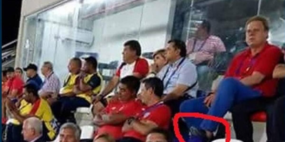 Captan a presidente de la Federación Colombiana de Fútbol haciendo mal uso de las sillas en estadio