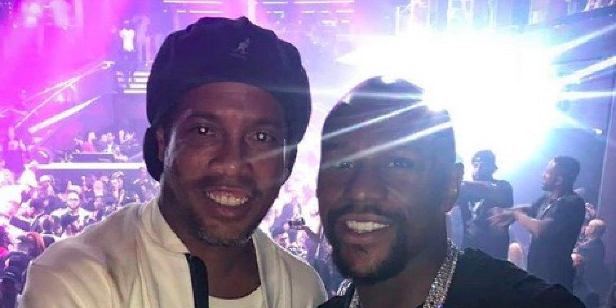 Ronaldinho y Mayweather arman fiesta en Miami