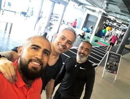 Vidal se quedó con Juan Ramírez y su representante Fernando Felicevich / imagen: Instagram Arturo Vidal