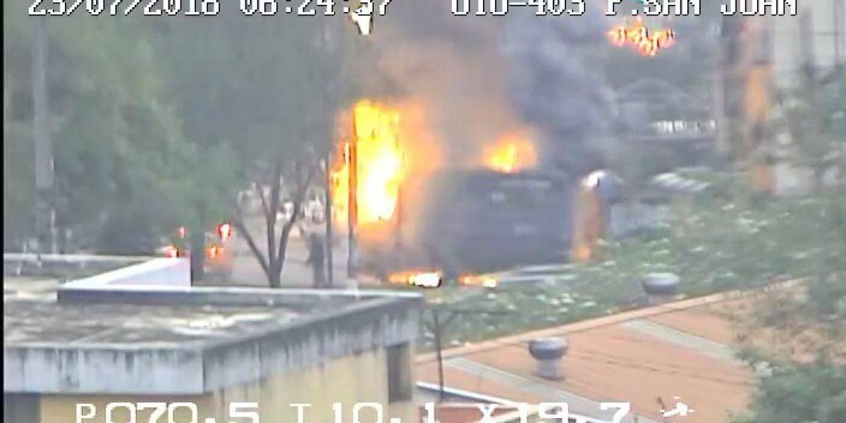 Quito: Se registró incendio vehicular en el sector de Miraflores