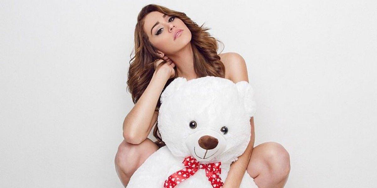 La presentadora Yanet García posa en diminuto short y desata furor en Instagram