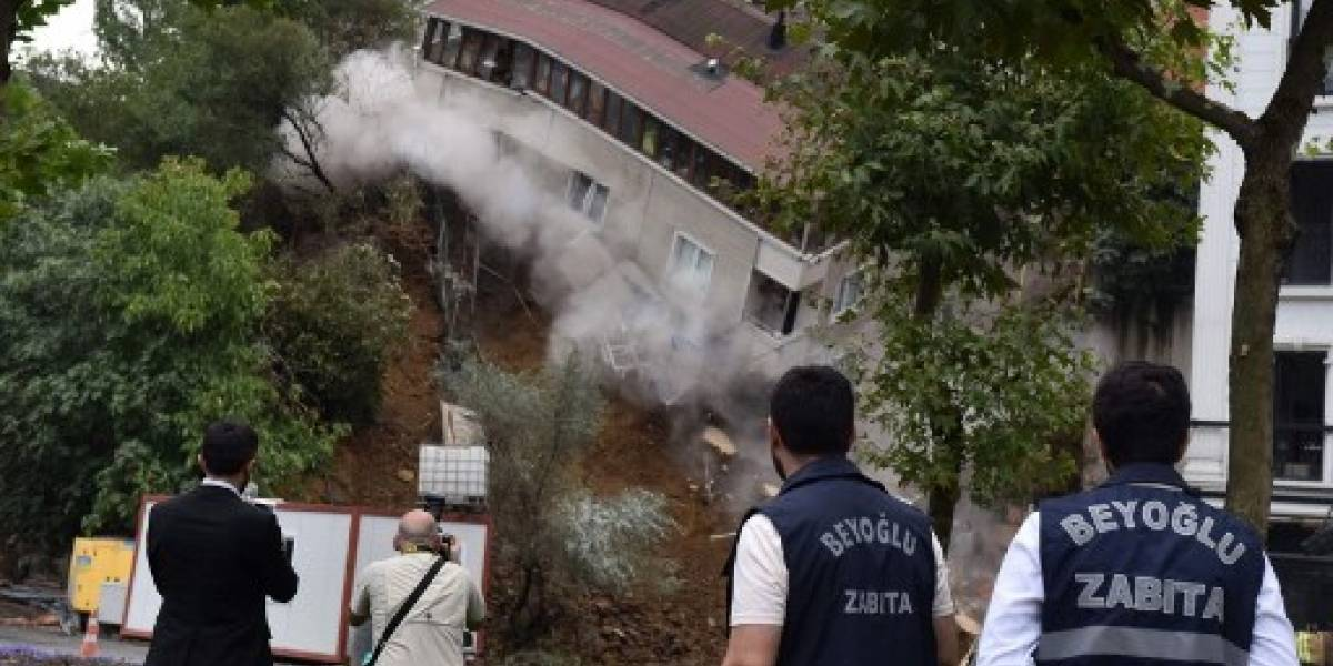 VIDEO. Impactante derrumbe de un edificio en Estambul a causa de las lluvias