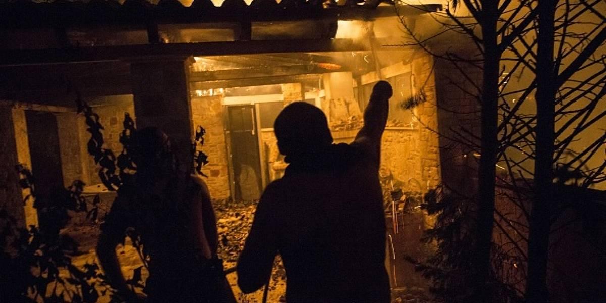 """""""Vi cadáveres y autos quemados"""": los desgarradores testimonios de los sobrevivientes de los incendios forestales en Grecia"""