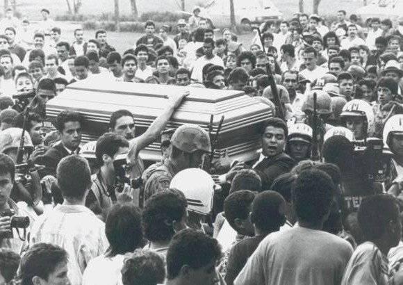 Funeral de Pablo Escobar Internet