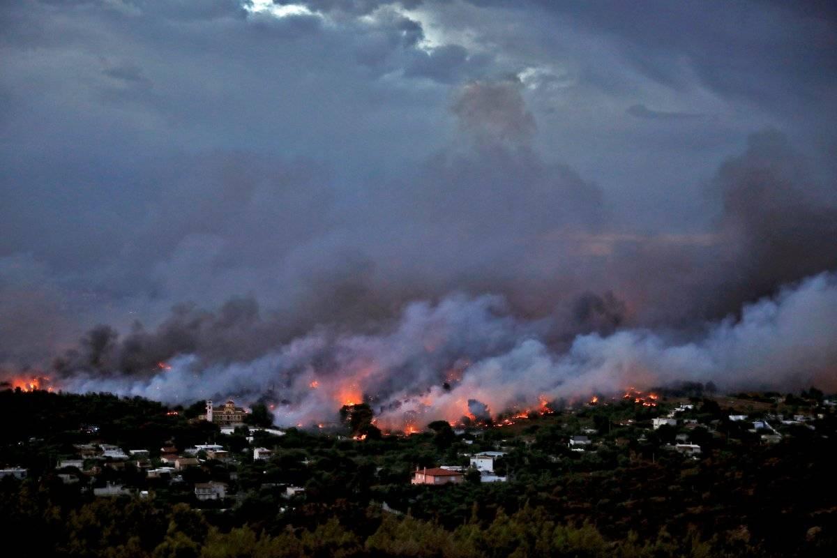 Incêndio florestal arrasa cidade de Rafina, ao leste de Atenas, na Grécia Alkis Konstantinidis/Reuters