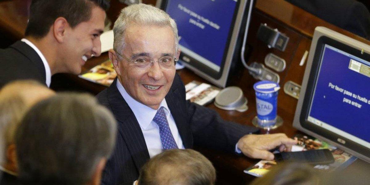 Ex presidente de Colombia renunció al senado para facilitar investigación de la Corte Suprema de Justicia