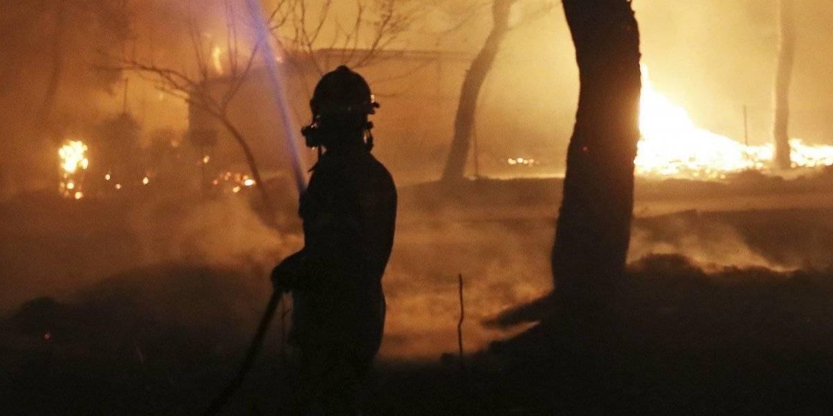 Incendios dejan al menos 74 muertos en Grecia