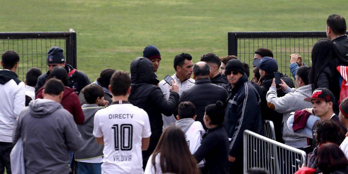 Hinchas de Colo Colo nuevamente invadieron el entrenamiento abierto en el Monumental
