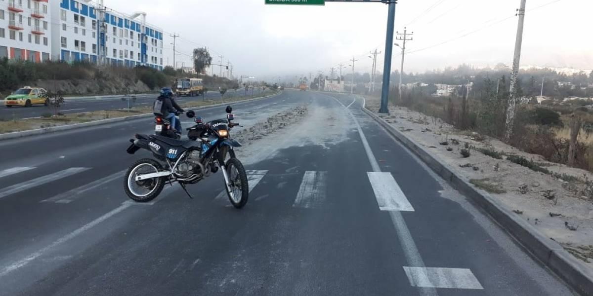 Quito: Cierre vial en la Simón Bolívar, sector 'Ciudad Bicentenario' por bloque en la calzada