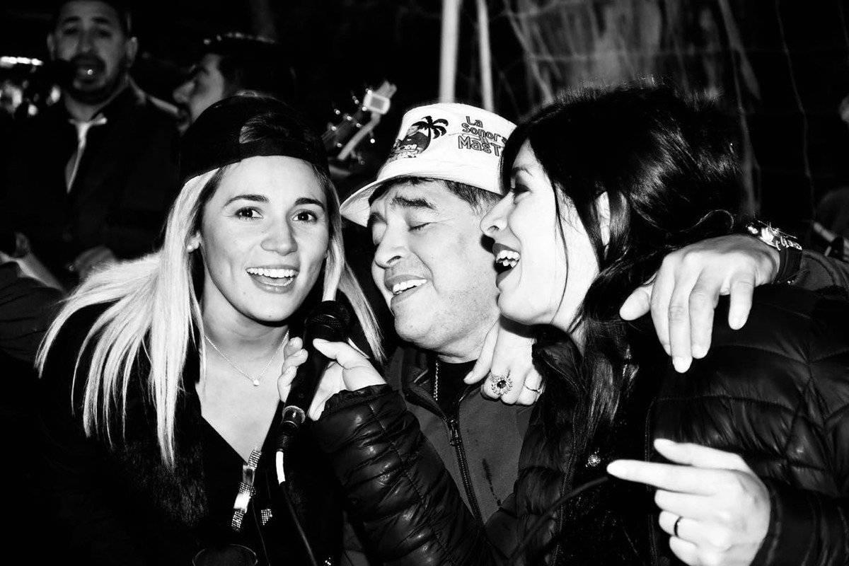 A Maradona se le pudo ver muy contento durante la fiesta