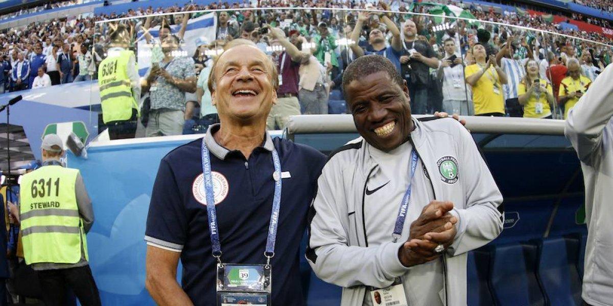 Entrenador de Nigeria fue captado recibiendo un soborno