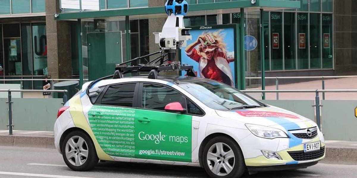 Esta mujer revisaba tranquilamente Google Maps, cuando encontró a su esposo e hijo en situación bastante comprometedora