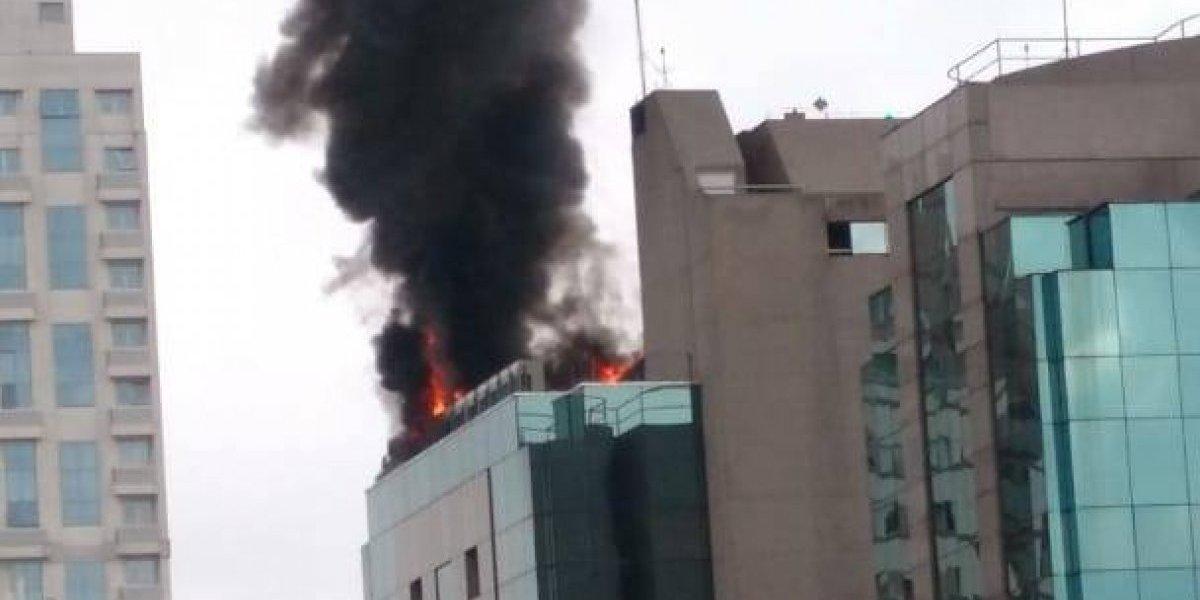Incêndio de grandes proporções atinge prédio no Itaim Bibi