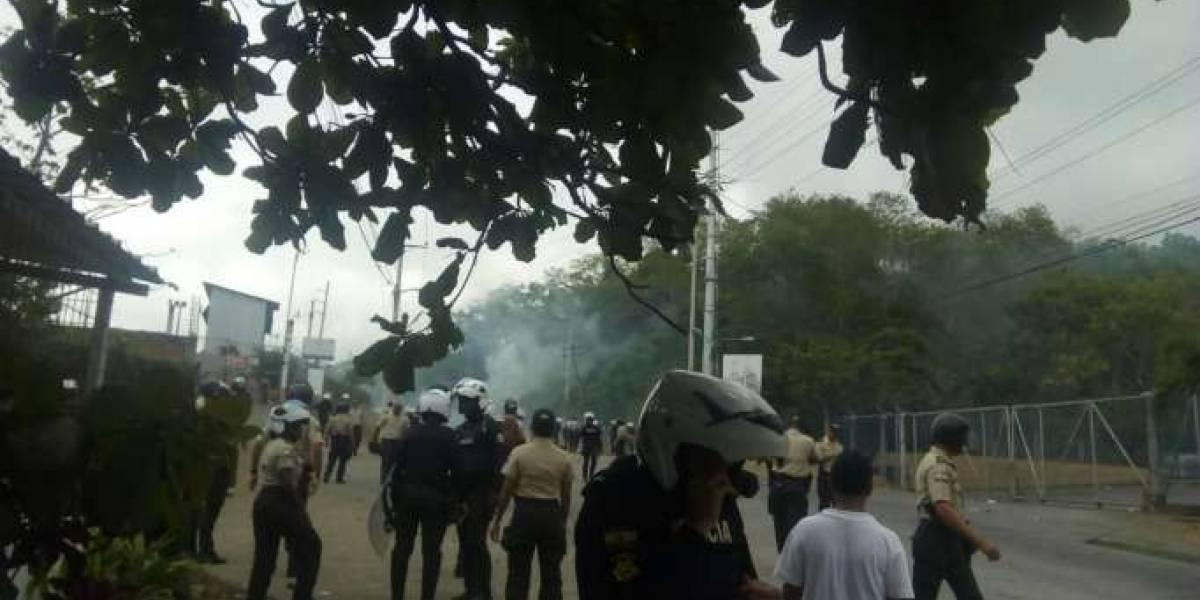 Tres policías heridos y seis detenidos tras protestas en Esmeraldas