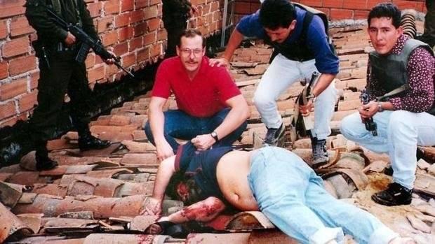 Agentes de la DEA capturan a Pablo Escobar Internet