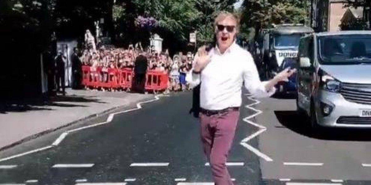 Paul McCartney cruza paso de peatones de Abbey Road 49 años después de The Beatles