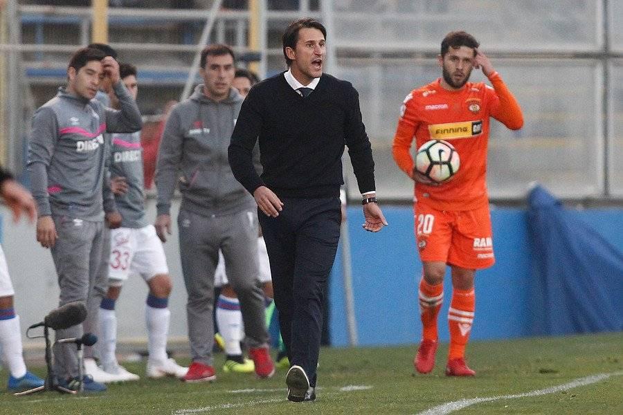 Beñat quedó con una muy buena impresión de Pablo Parra en el cruce entre la UC y Cobreloa por Copa Chile que ganaron los loínos / Foto: Photosport