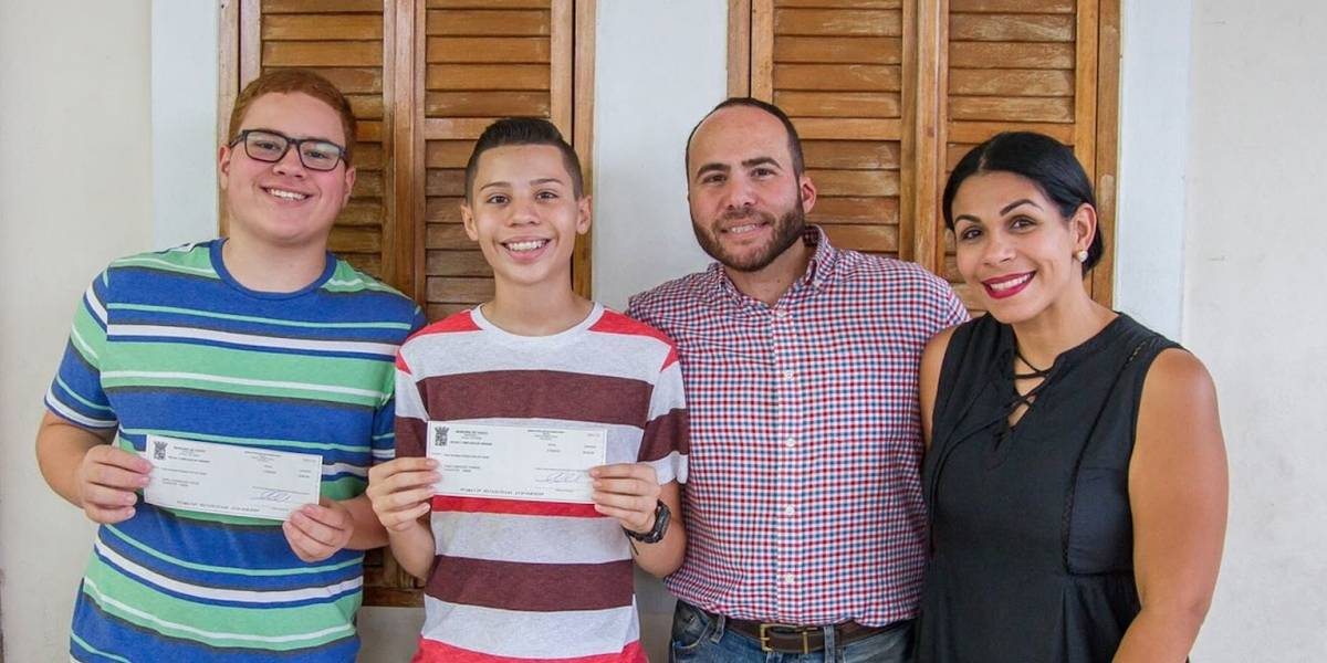 Premian a estudiantes de excelencia académica en Yauco