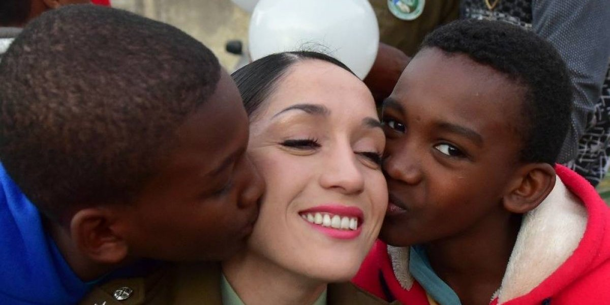 Vacaciones de Invierno con la comunidad: Carabineros regalonea a niños y jóvenes migrantes
