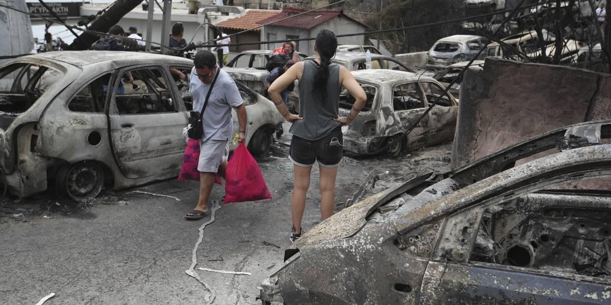 Continúa la búsqueda de desaparecidos tras incendios en Grecia