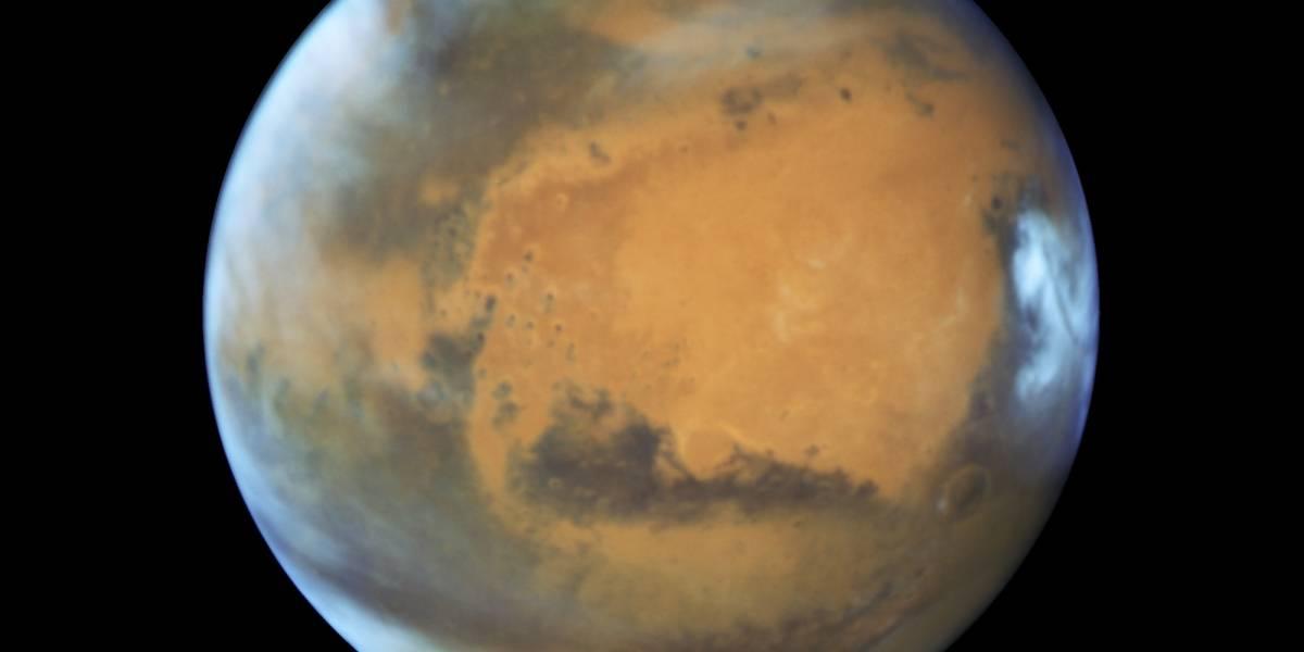 Científicos descubren un lago de agua líquida y salada en Marte