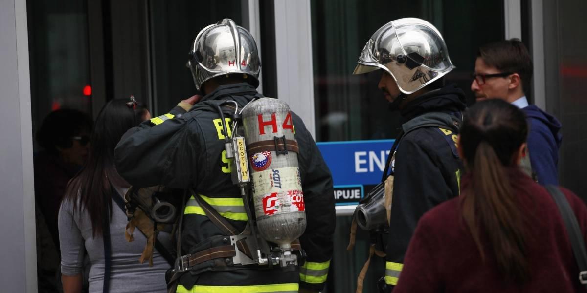 Protocolo de emergencia se activó: contaminación por cianuro en Santiago Centro pone en alerta a Carabineros y Bomberos