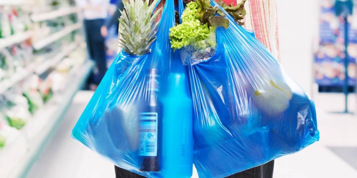 """Empresa chilena crea bolsas de """"plástico"""" que se disuelven en agua y no contaminan"""