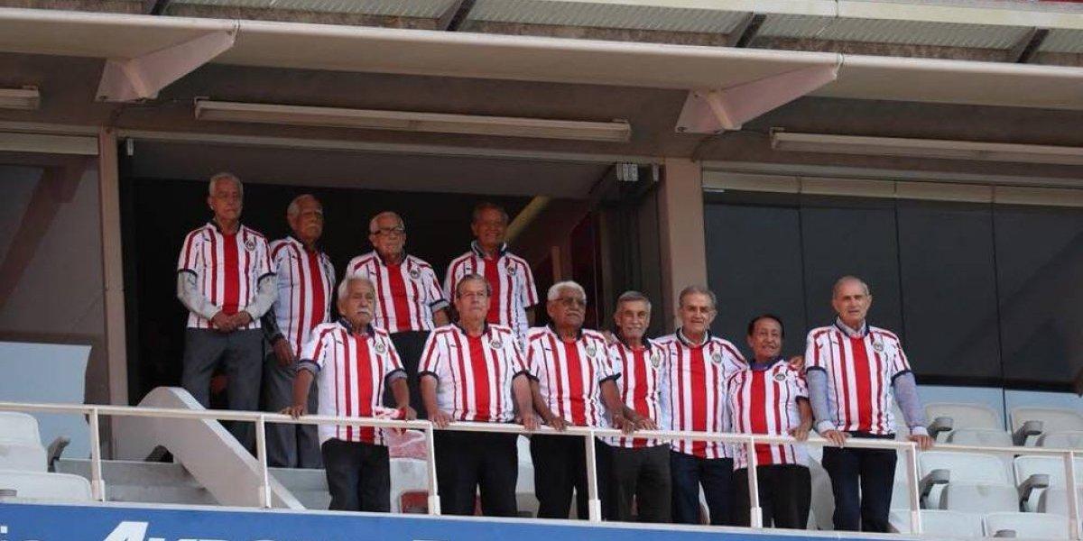 Chivas rinde homenaje a los Campeonísimos