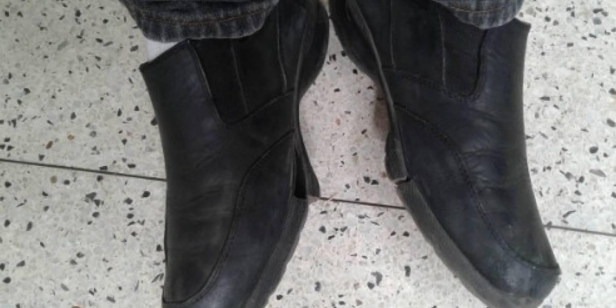 Zapatos rotos de un profesor venezolano le dan la vuelta al mundo