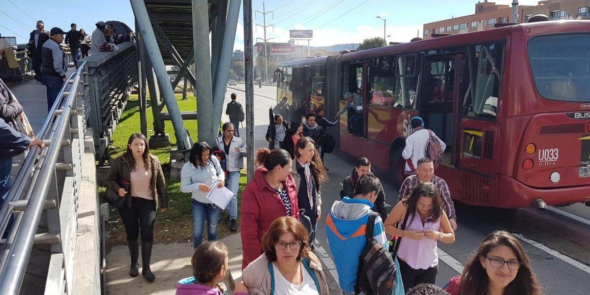 Emergencia en bus de Transmilenio obligó a evacuar a personas en el articulado
