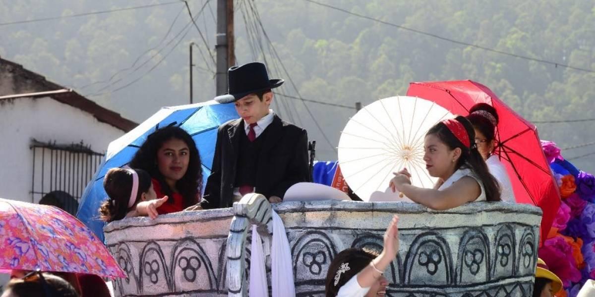 EN IMÁGENES. Antigua Guatemala celebra a su patrono con desfile alegórico
