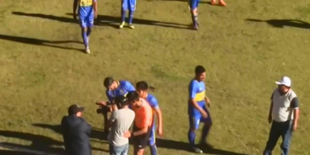 Árbitro improvisa e usa câmera de fotógrafo para validar gol no Peru