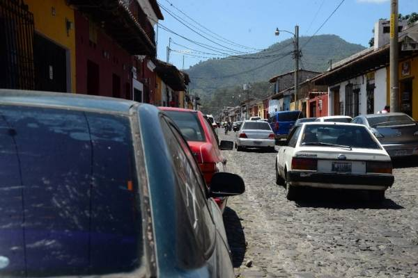 plan para regular presencia de cuida carros en Antigua Guatemala