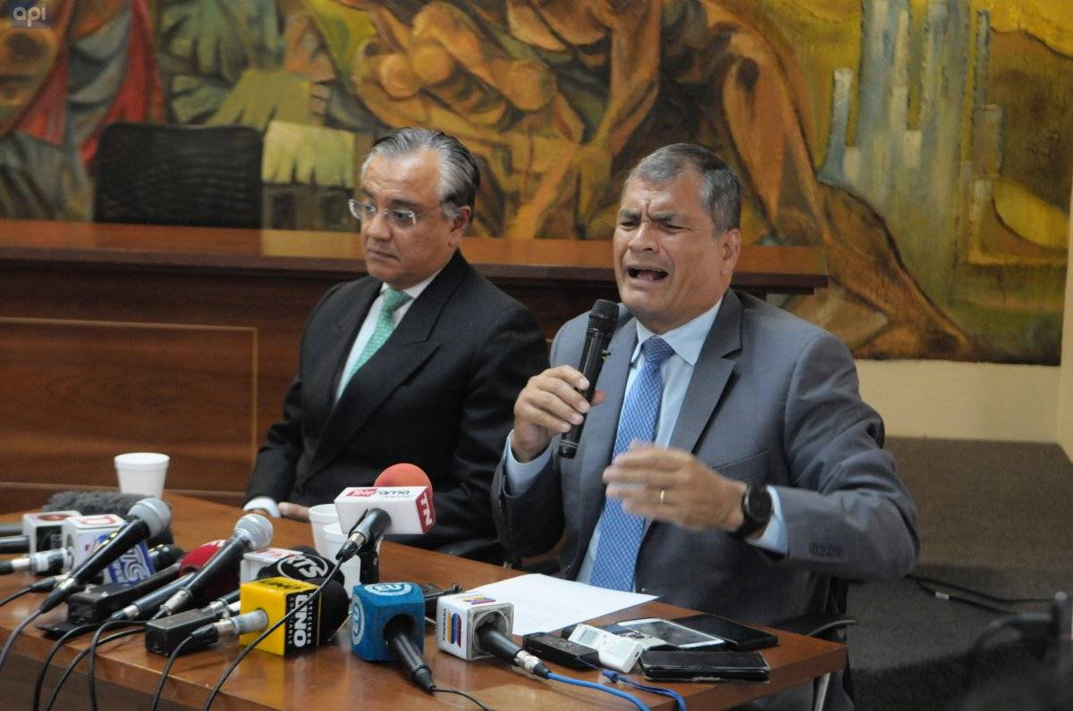 """Rafael Correa: """"Soy tan importante que me """"expulsan"""" de un movimiento que todavía no tiene afiliados API"""