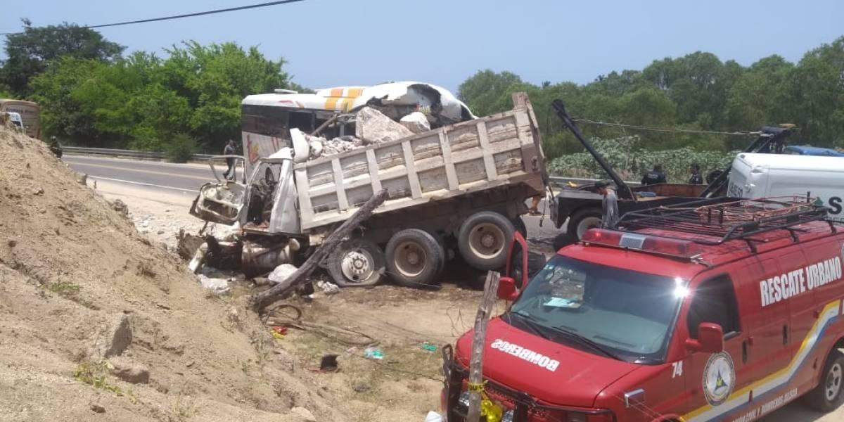 Accidente en los límites de Jalisco y Colima deja cuatro muertos