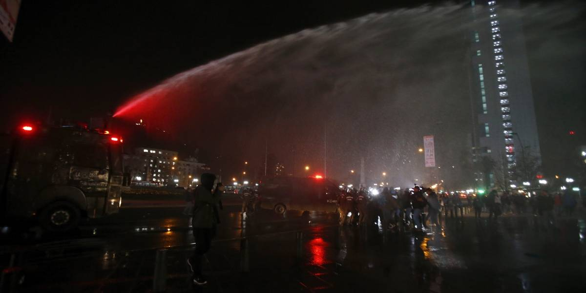 Manifestantes feministas fueron detenidas cuando protestaban en Plaza Italia