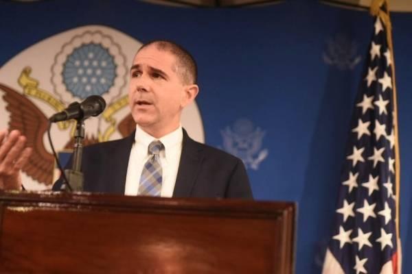 Carl Risch, secretario adjunto de Asuntos Consulares del Departamento de Estado de Estados Unidos