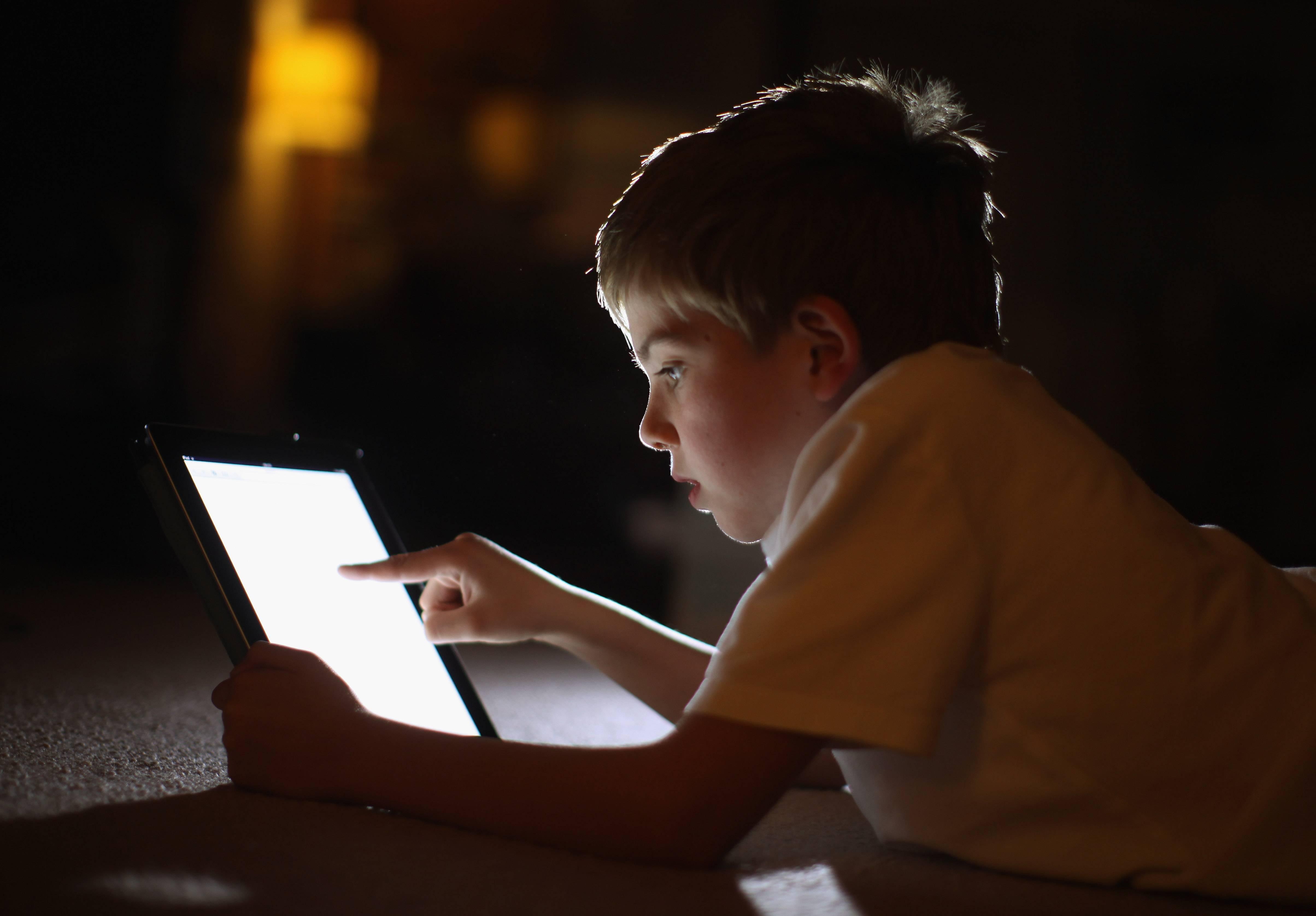 Así es como navegan en internet los niños y adolescentes colombianos