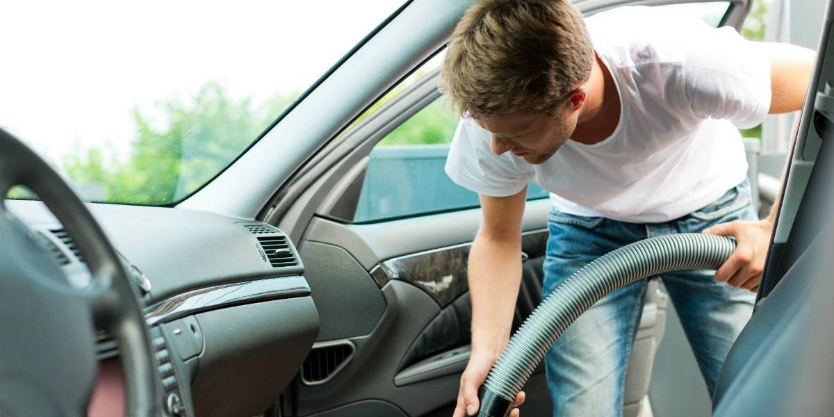 Cuatro tips para limpiar un auto sucio
