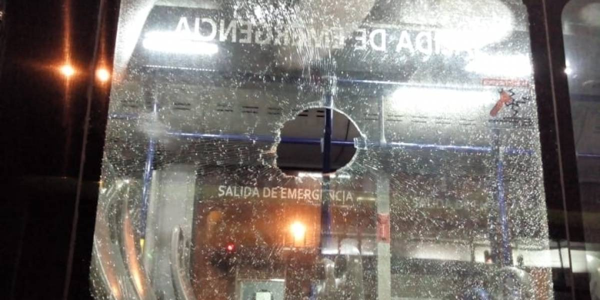 ¡Qué inseguridad! Mujer iba en un bus y recibió ladrillazo en la cabeza